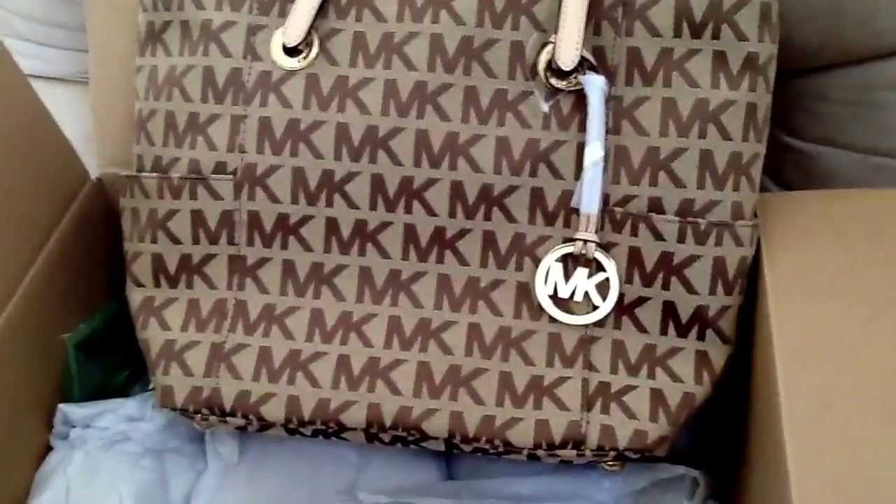 Michael Kors Jet Set Signature Tote