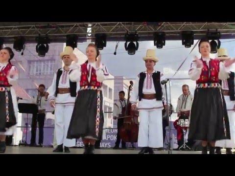 Ansamblul de cântece Rapsozii Călimanilor din Toplița și cântăreața Cora Munteanca
