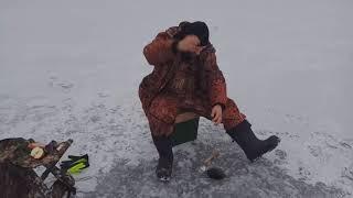 Зимняя рыбалка. Первый лед 2018 и Чернотроп. На озере в Псковской области.