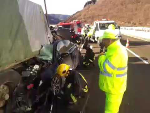 Un choque entre un camión y un turismo deja un muerto en As Nogais
