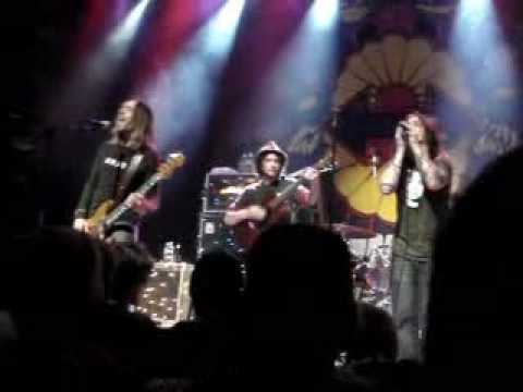 Blind Melon - No Rain   (live @ Omaha)