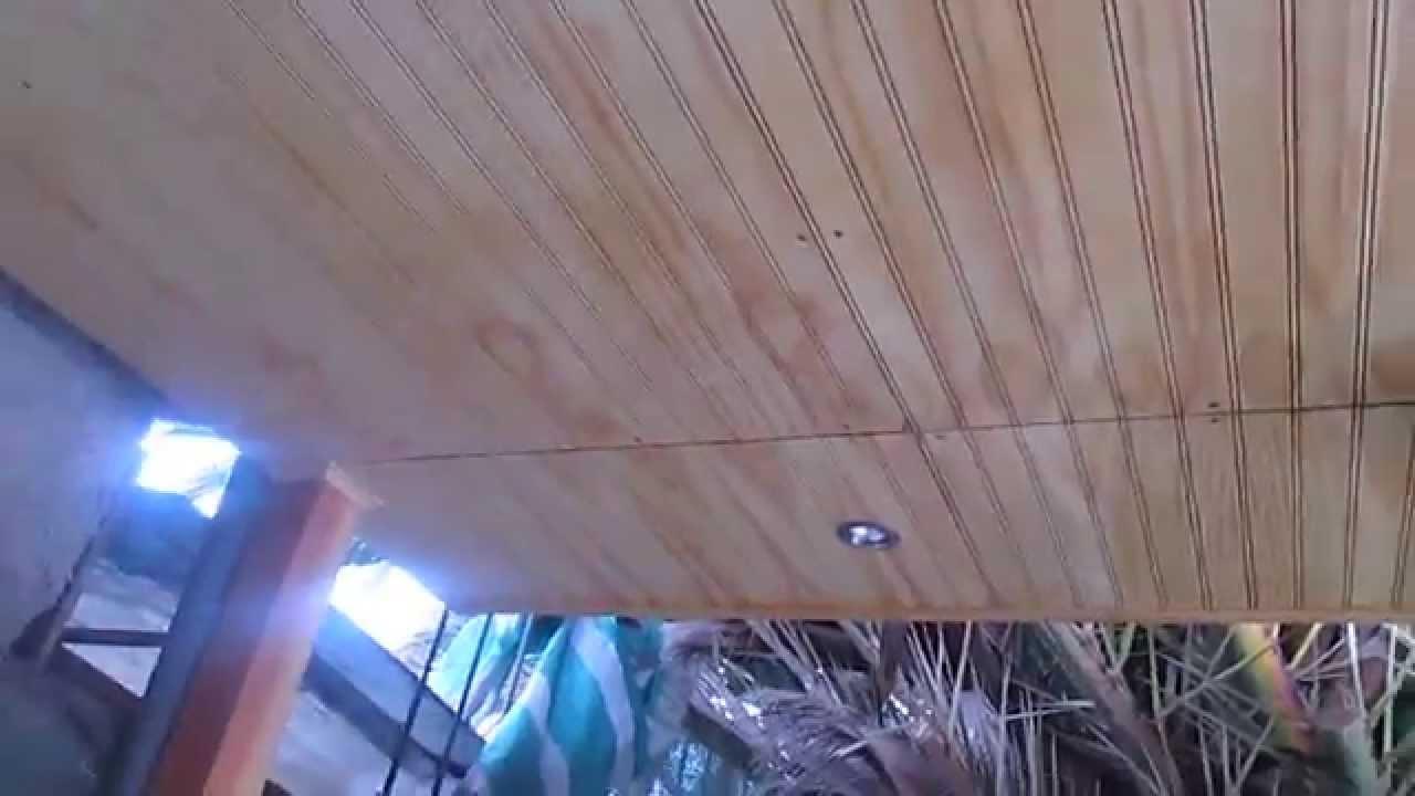 Construcci n de cobertizo con vigas de madera despu s for Cobertizo de madera ideas de disenos
