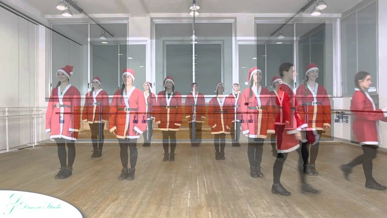 Un Babbo Natale In Forma.Flash Mob Un Babbo Natale In Forma 2014 Youtube
