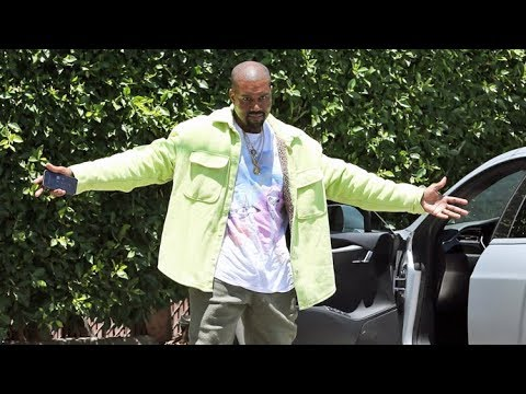 EXCLUSIVE - Kanye West Is A Poser For The Paparazzi!!