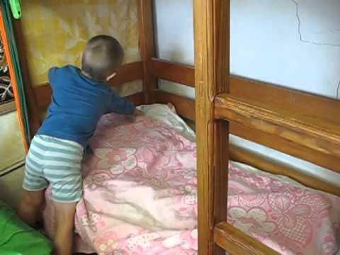 Семья Бровченко. Как научить ребенка застилать кровать.