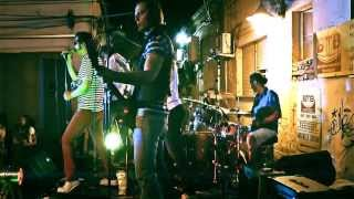 KLARA PUSI TREVA - PARKETI (LIVE 2013)