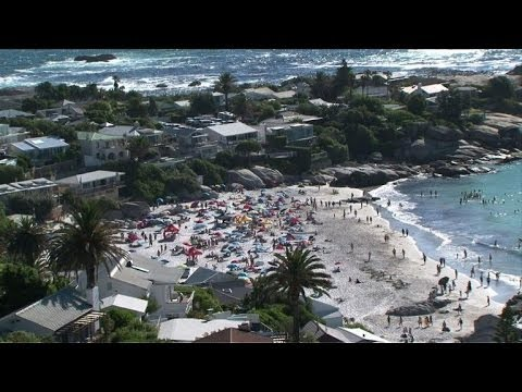 Tourists profit from South African currency slump