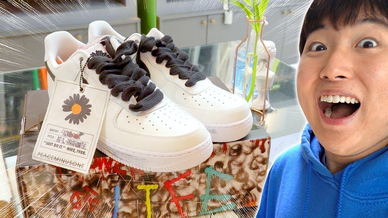 동생한테 100만원짜리 신발 사주기 !