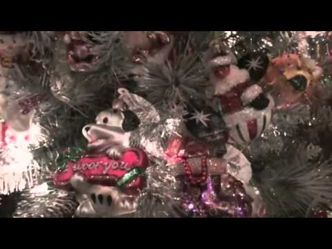 White Christmas sung by Bing Crosby (HD)