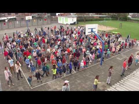 VBS Sint-Pieter Oostkamp danst de Sammy Pet