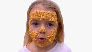Open a packet of chips | الشيبس العجيب | Kids videos Anabella Show
