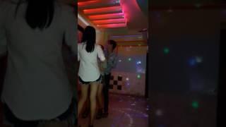 thác loạn trong karaoke