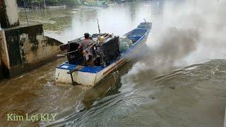 The Water Flows Stron/Tàu Nào Qua Đây Cũng Điều Lo Sợ Khi Gặp Cảnh Này - Cống Đang Xả Lũ.