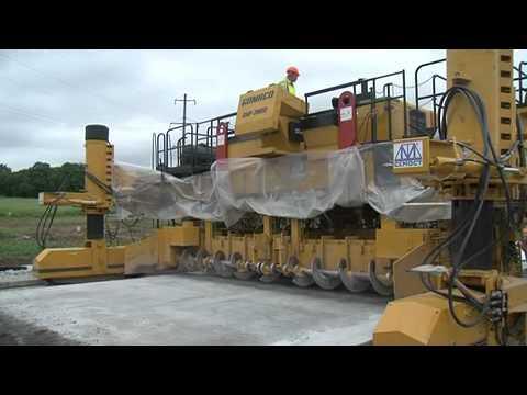 Укладка бетонной подушки новой трассы во Владивостоке