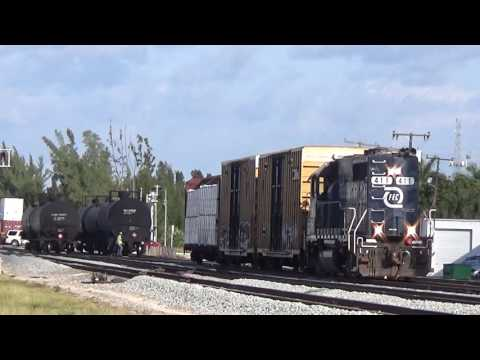 FEC 945-16 does some switching at Port of Palm Beach.