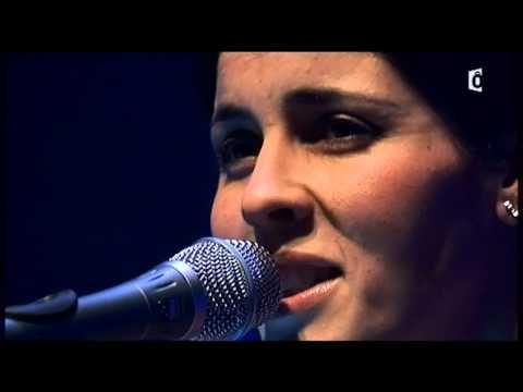 Souad Massi - Hakda Wela Ktar (live)