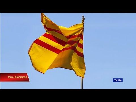 Truyền hình VOA 23/3/19: Thầy giáo mất việc vì treo cờ vàng khởi kiện công an Phú Yên