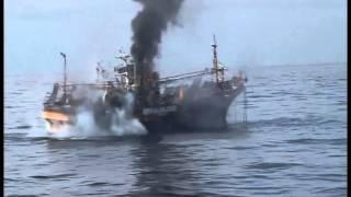 расстрел рыболовного судна...