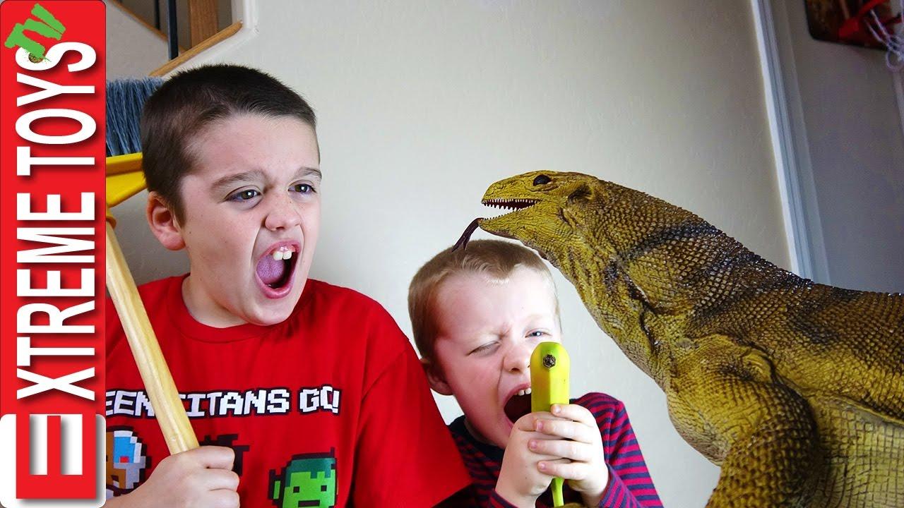 Lizard Toys For Boys : The monitor lizard stow away giant wild reptile sneaks