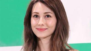 """モデルでタレントのダレノガレ明美が8月12日、""""両親との3ショット""""を公..."""
