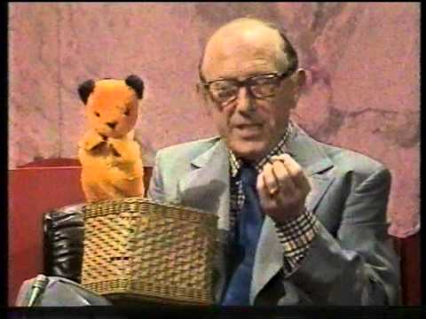 Richard Whiteley s Harry Corbett With Sooty And Sweep 1975