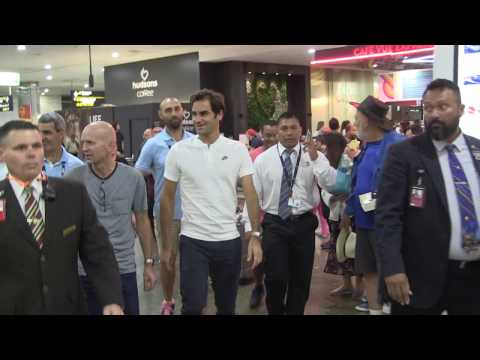 'ROGER FEDERER's standing ovation @ Melbourne Airport'' #exclusive