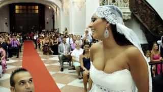 Свадьба в испанском городе Кадиз. Невеста потрясающе поет жениху.