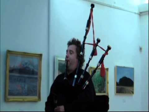 Lindsay Davidson,Scotland : Solo bagpiper