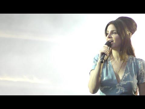 Lana Del Rey - Summertime Sadness (Lollapalooza Paris 4K 23/07/2017)