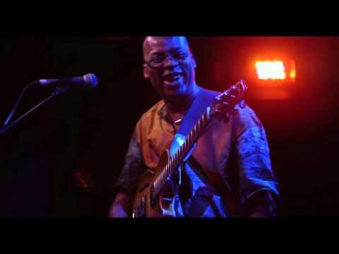 Lionel Loueke Trio - Wacko Loco (Live In NYC)