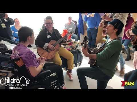 Singer Jason Mraz Surprises St. Louis Children Hospital Patients
