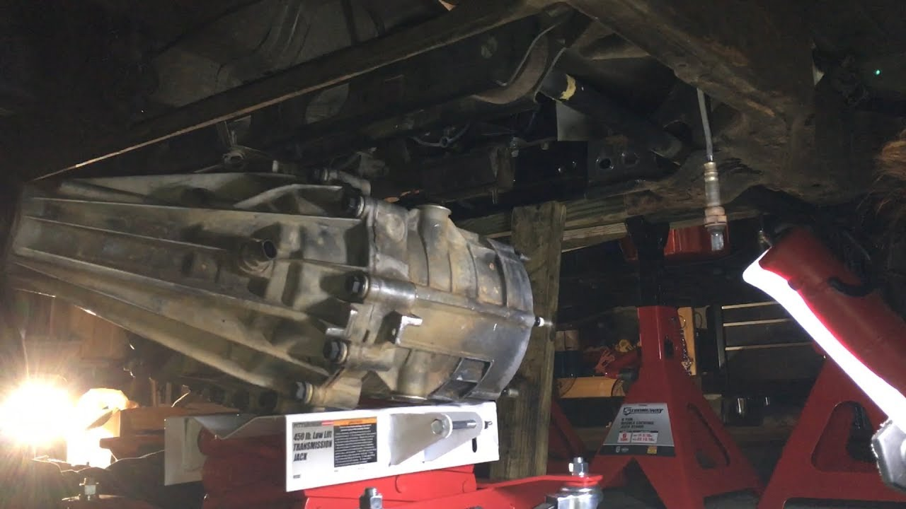 install transfer case to 4l60 e transmission chevy tahoe youtube k1500 transmission diagram [ 1280 x 720 Pixel ]
