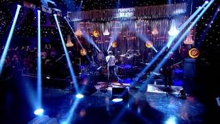 Paolo nutini performs scream (funk my life up) on jools holland's 2014 new year's eve hootenanny