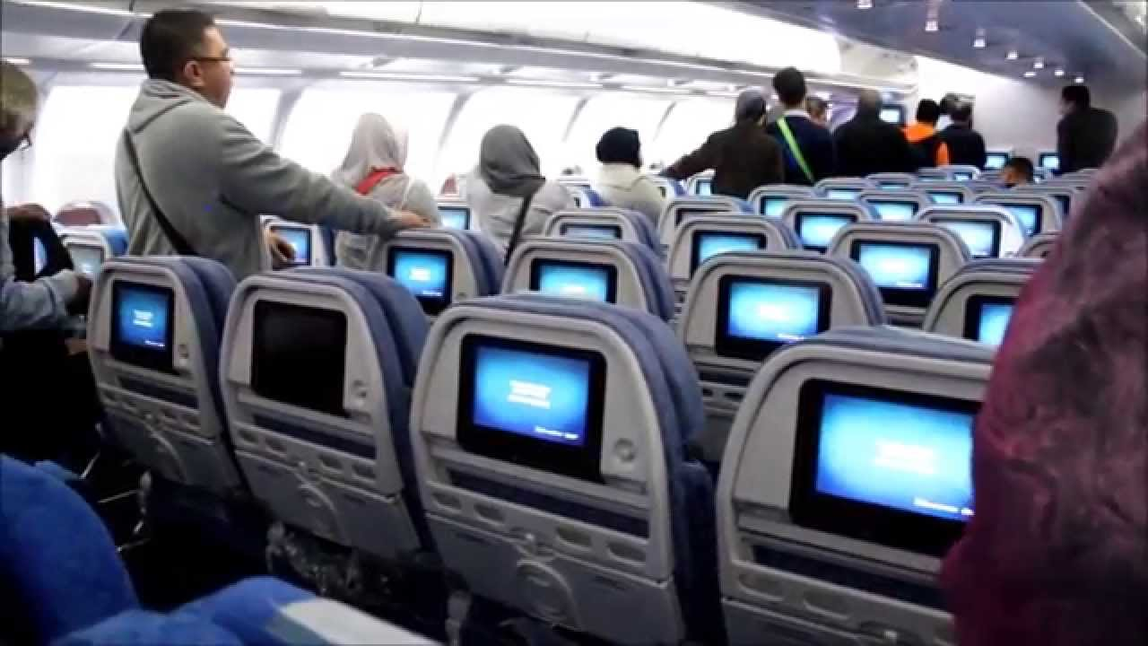 Resultado de imagen de cathay pacific economy class