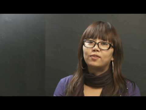 Students from Korea talk about Bradford College, Adelaide ** in Korean**