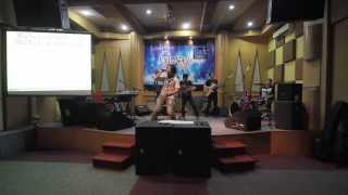 JumperFi - Angel we have heard on high (Christmas Song) live at Chics rawamangun
