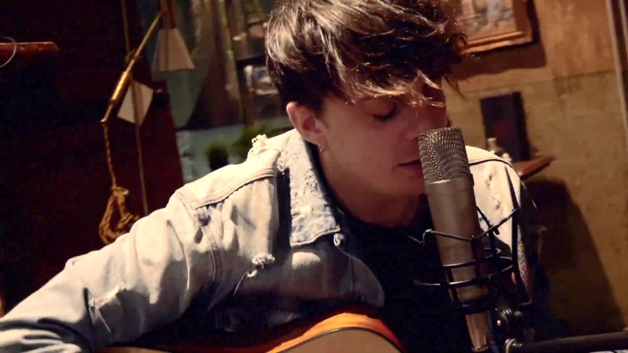 Alessandro Casillo - Ancora Qui (Official Video)
