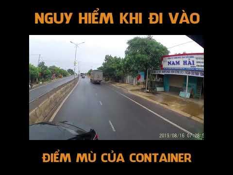Đi vào điểm mù của xe container