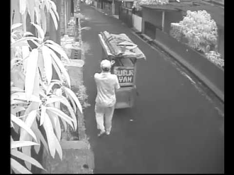 Pelaku pembunuhan pensiunan TNI-AL di Pondok Labu tertangkap CCTV #2