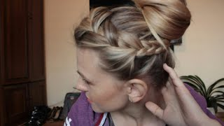 Banalnie prosta fryzura na długich włosach.