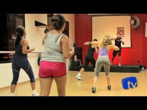 Body combat: aula de ginástica com movimentos de luta