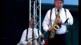 "Savannah Jazz Band plays ""Put On Your Old Grey Bonnet"""