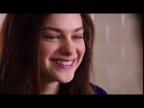 Thumbnail: Goosebumps : Odeya Rush kissing Dylan Minnette