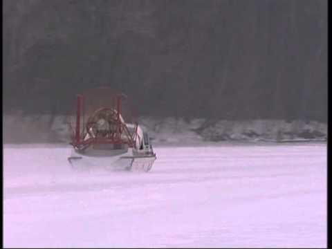 Аэросани в движении вид сзади на льду фото