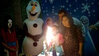Botarga Olaf en Las Mañanitas de Yarery Birthday Cake