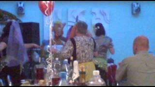 прикол на свадьбе-Танец белых лебедей