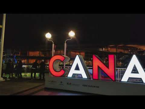 Vancouver 10 Minute Walk: Harbour Centre Night