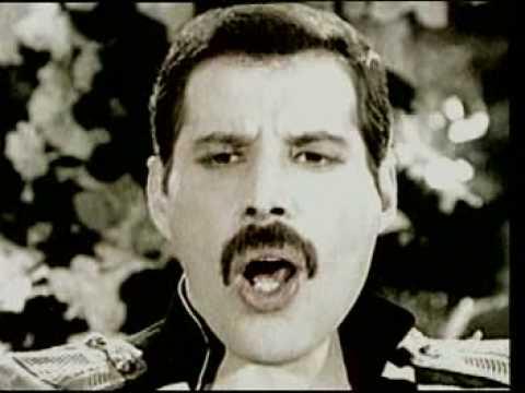 Freddie Mercury - Living on my own [Lyrics] videó letöltés