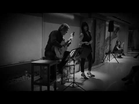 """""""Se Dice De Mí"""" Con La Voz De Ximena Mor Y Alejandro R. Maciel En La Guitarra"""