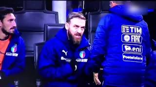 De Rossi asks the coach why Lorenzo Insigne didn't enter (Sweeden 0 Italy 0)